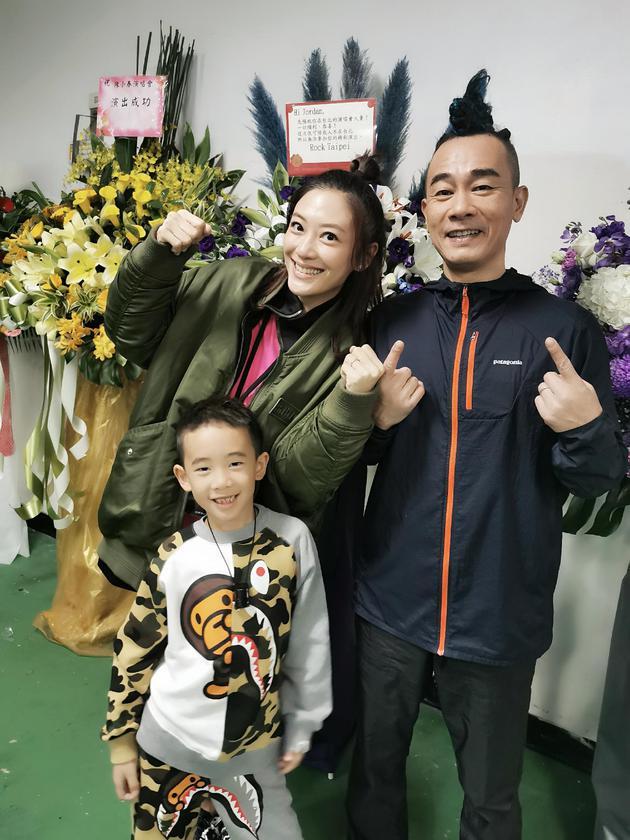 陳小春官宣應采兒懷二胎:性別還不