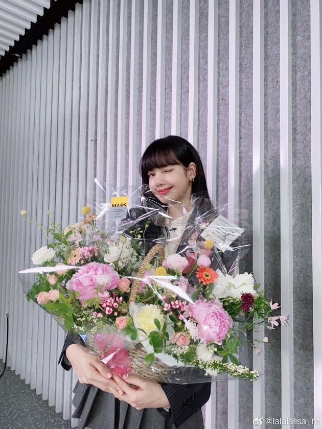lisa恭喜THE9成团出道