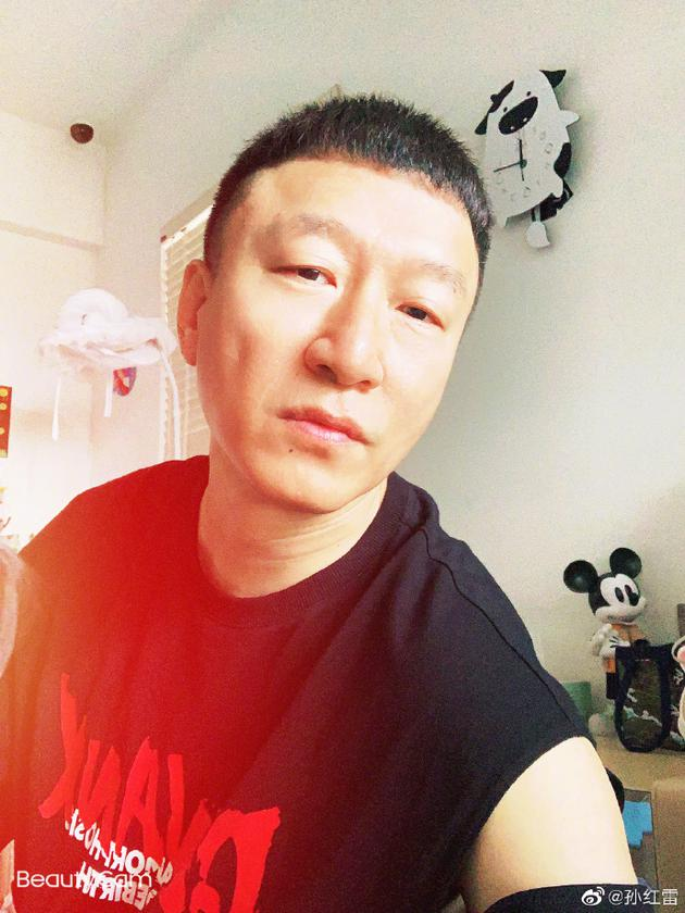 """孙红雷晒在家自拍照 网友:帅雷雷终于发自拍了"""""""