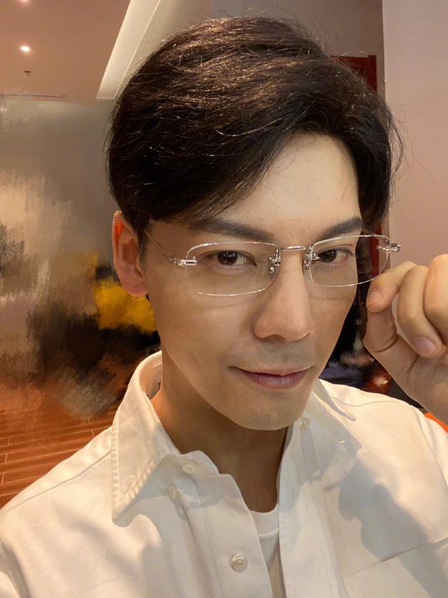 陈伟霆的微博照片cos张东升:你觉得我还有机会吗?