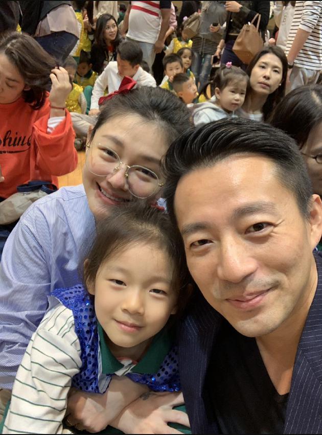 汪小菲和大S陪女儿参加运动会