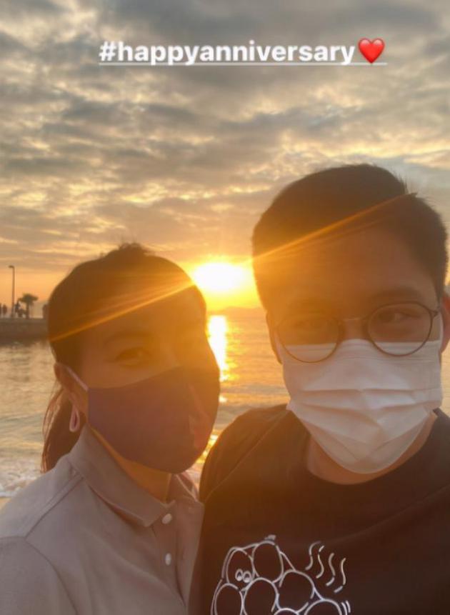 霍启刚郭晶晶庆结婚8周年 海边约会搭配烛光晚餐