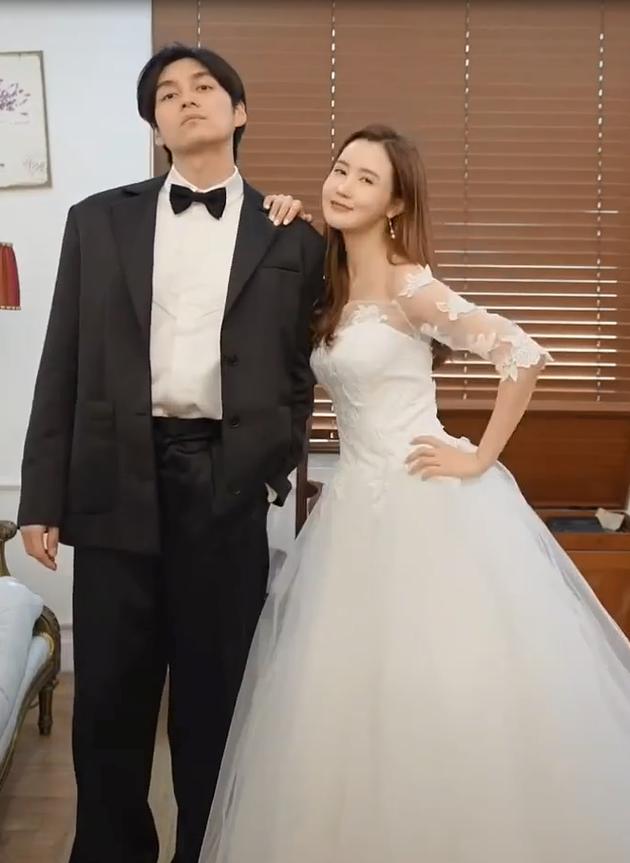 李多海试婚纱
