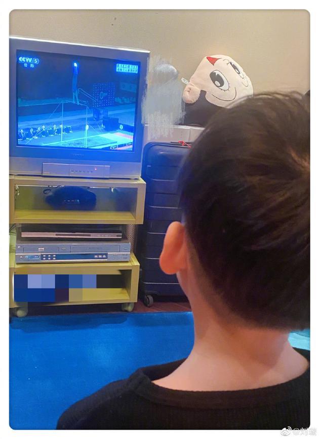 儿子爱看体操比赛刘璇忍不住感慨:确实是我儿子