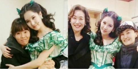 徐贤曾晒出朴智善来支持她主演的音乐剧时拍的合照