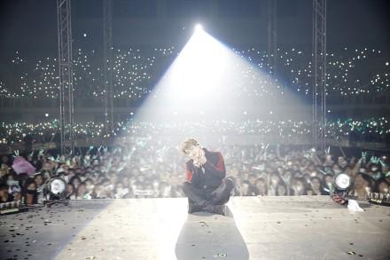 SHINee钟铉28岁冥诞 生前最后演唱会珍贵照片曝光