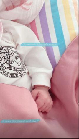 吉吉·哈迪德晒出婴儿毯感谢霉霉。
