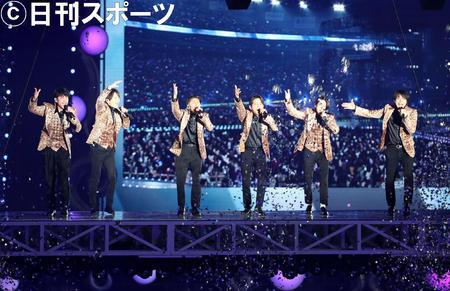 V6参添杰尼斯事务所跨年演唱会,左首坂本昌走、长野博、森田刚、冈田准一、三宅健、井之原快彦