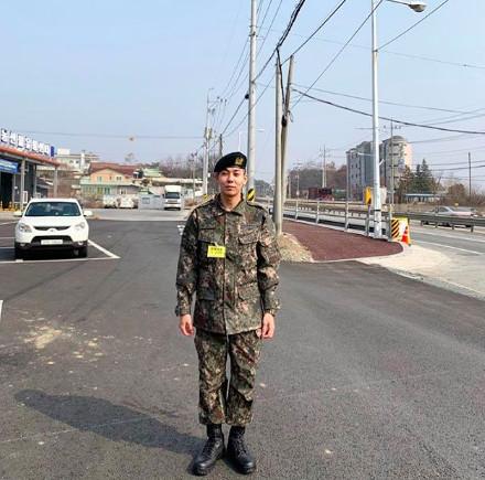 韩国歌手Loco签器官捐赠书:是不是能救活某些人