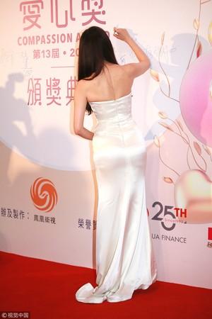 林志玲被拍到幼腹微凸。
