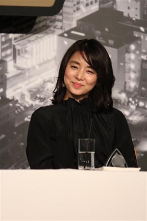 12月24日东京石田百合子出席电影《无声的东京》制作发布会