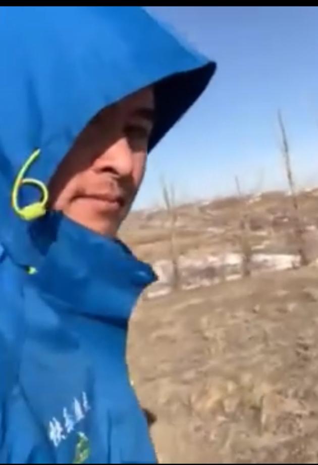 听障小伙用跑步轨迹画吴孟达 为儿时偶像送行