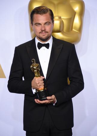 莱昂纳众倚赖《荒野猎人》获奥斯卡最佳男主角。