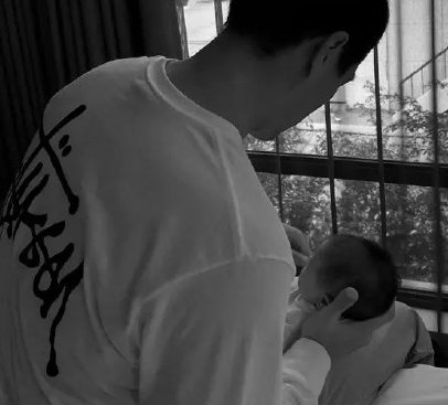 杨祐宁见女儿出生第一反应:很陌生 电视剧都假的