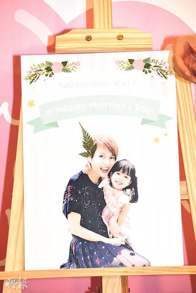 无论女儿Sofia送什么礼物,梁咏琪同样甜在心。