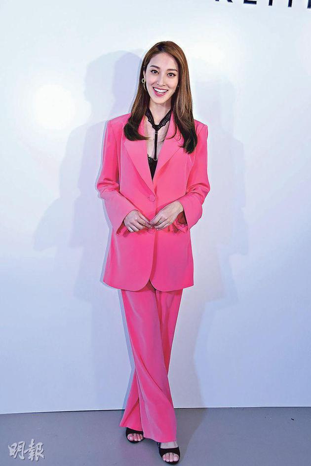 陈凯琳一身粉红色套装现身,被推想身怀女婴,但她拒绝确认