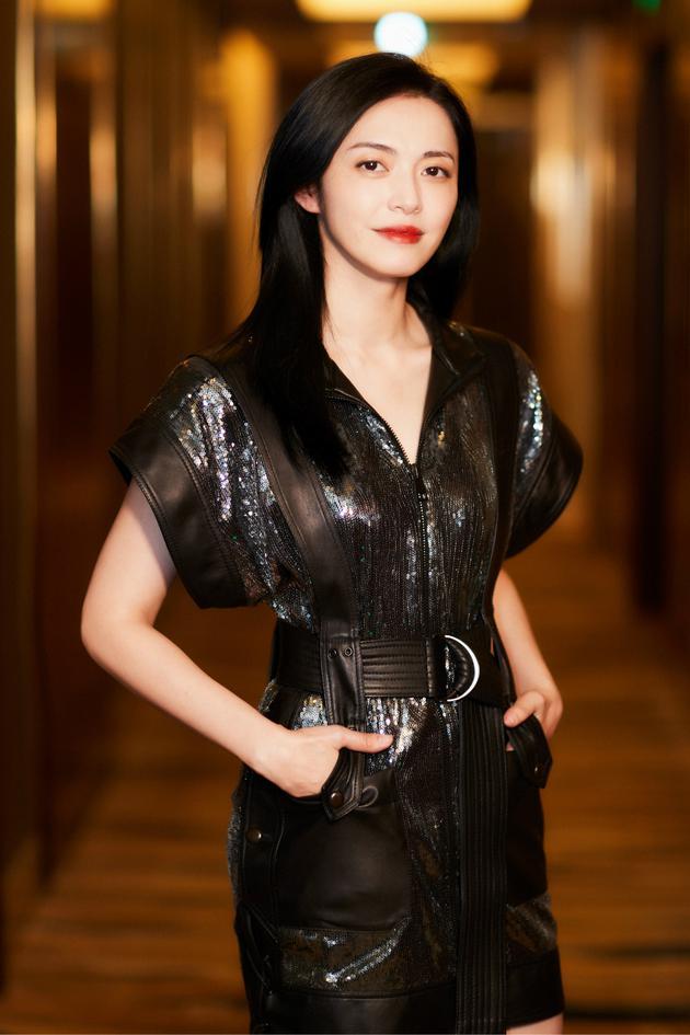 姚晨出席大学生电影节 凭《找到你》获最佳女演员