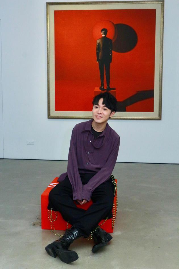 吴青峰举办艺术展