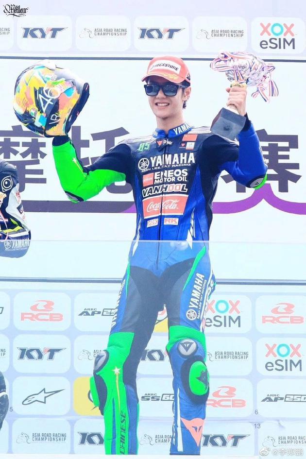 韩寒赛车图片_赛车师傅谈王一博:他是一个有天赋的车手|王一博|赛车|摩托车 ...