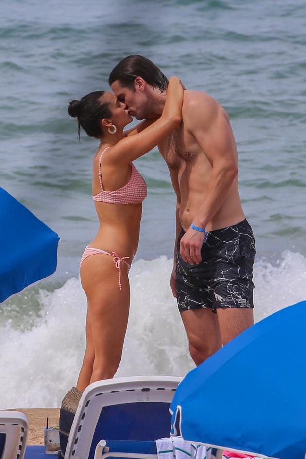 妮娜·杜波夫与男友Grant Mellon分手