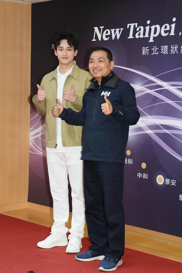 范少勋(左)出席代言广告记者会