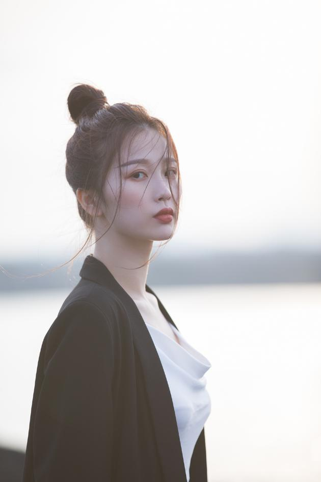 虞书欣方发文否认退出《青你2》:不退赛 梦想在 阳
