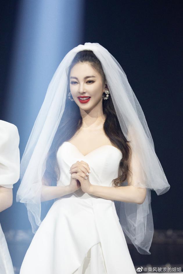 张雨绮:《姐姐》不淘汰就很开心 先成团C位慢慢来