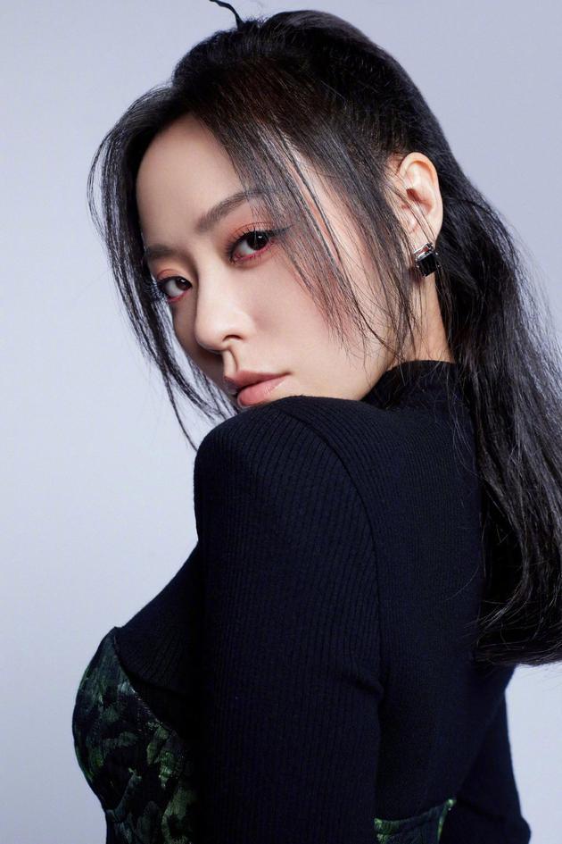 韩红赞张靓颖新歌:你的努力 我由衷敬佩