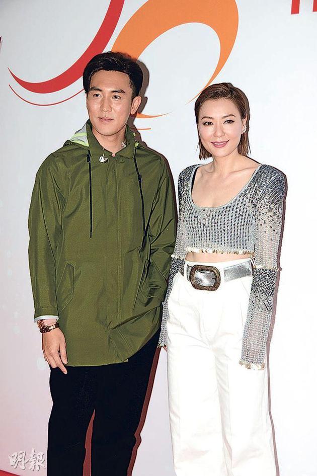 谭俊彦(左)与田蕊妮昨天(4月28日)录影《第七届全港运动会开幕礼》。