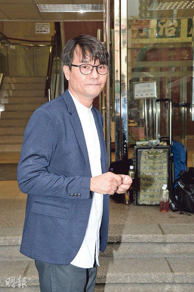 林家栋表示干妈夏萍生前说过拍火,所以按她的遗愿安排土葬。