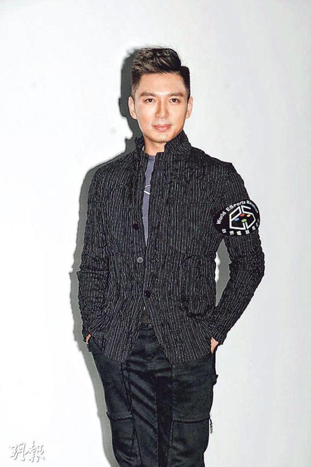 薛世恒表示几周前陈法拉致电他报喜,称与法籍男友计划结婚。