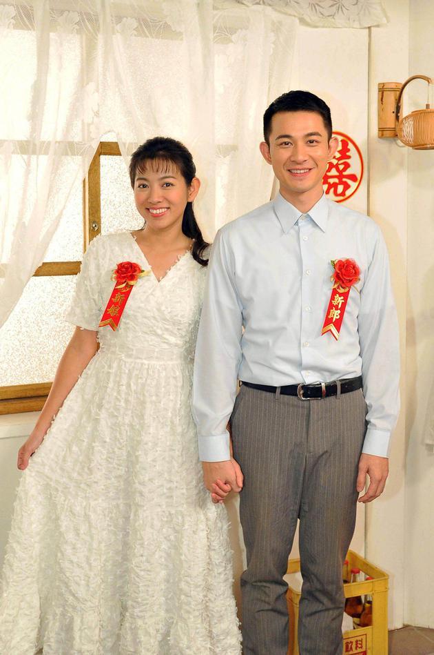 米可白晒父母复古婚纱照 曝当年