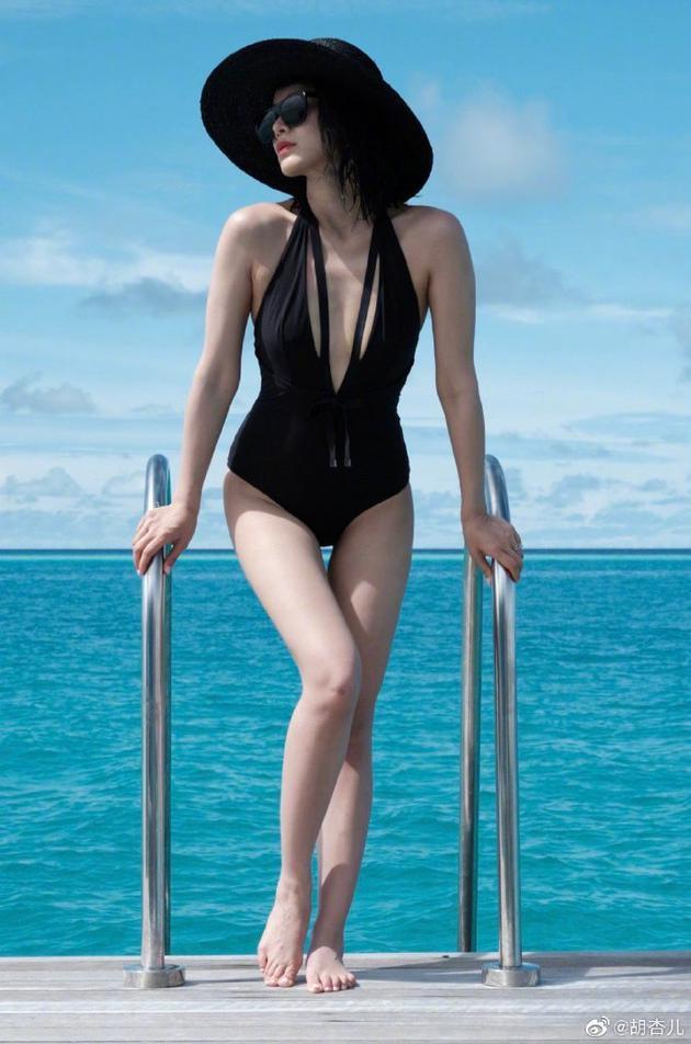 胡杏儿穿泳装身材火辣 大方分享产后瘦身经