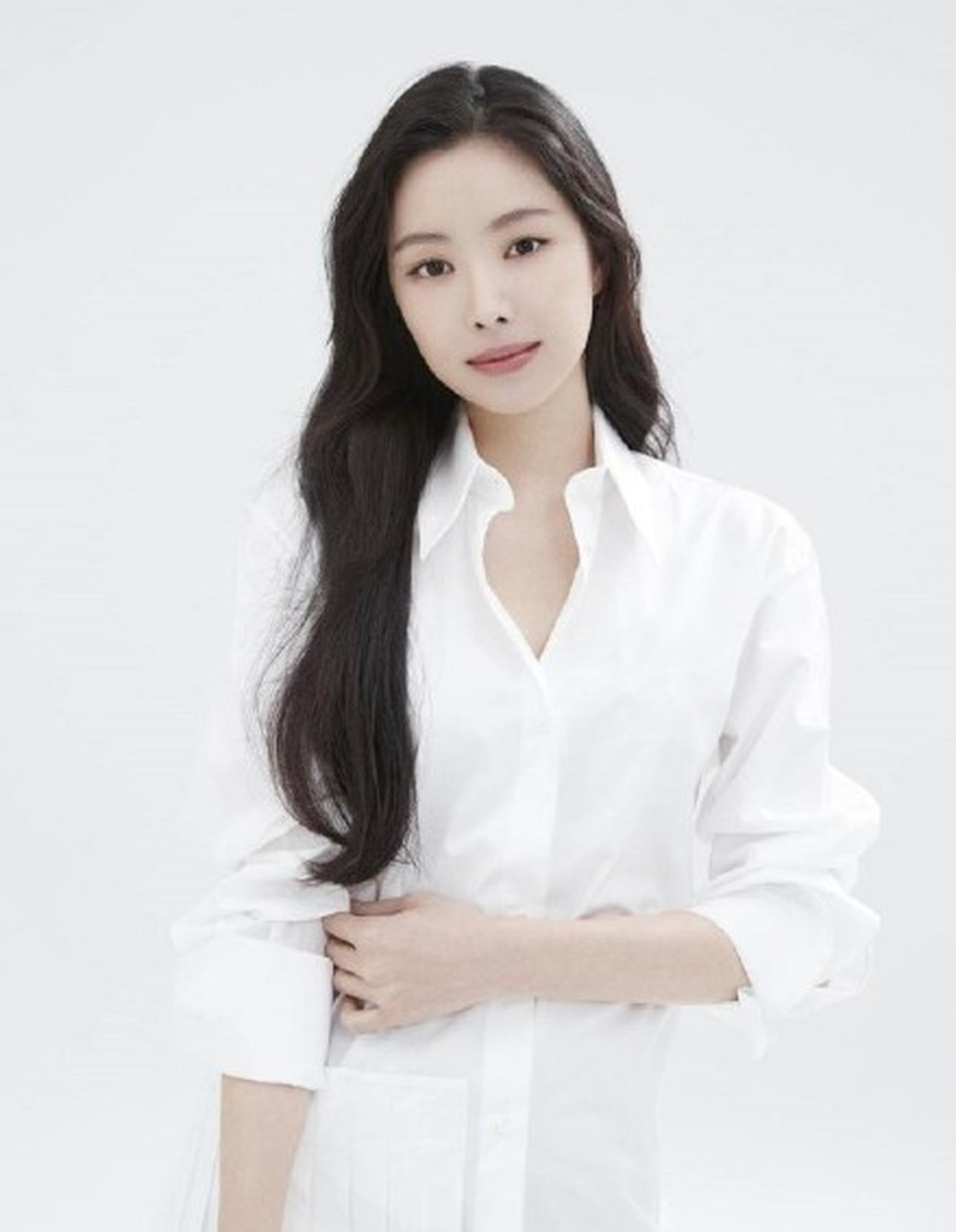 孙娜恩签约YG
