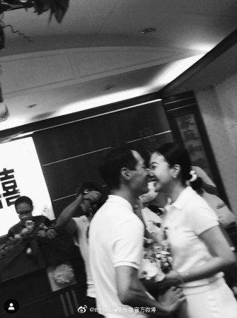 杨佑宁与妻子公证结婚画面曝光 姐姐温馨送祝福