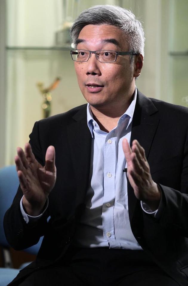 杜之克在香港接受新华社记者采访。新华社记者王申摄