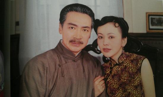在电视剧《情深深雨濛濛》中,王琳饰演王雪琴,是东北军阀陆振华的姨太太。