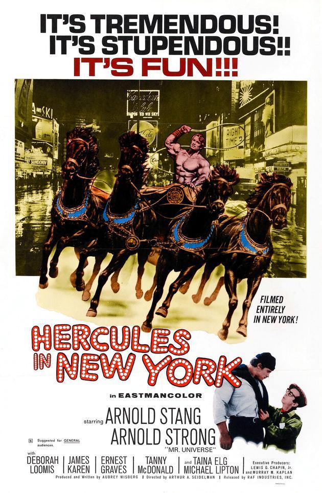 """《大力神在纽约》的海报上,写着""""阿诺·强""""的名字。"""