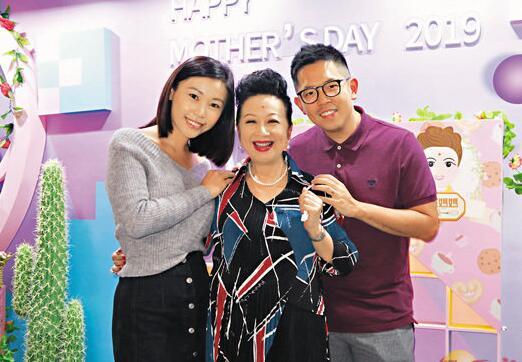 薛家燕获儿子和儿媳到场支持。