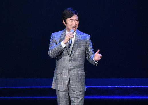 费玉清宣布退出演艺圈 亲笔信:失去双亲没了动力