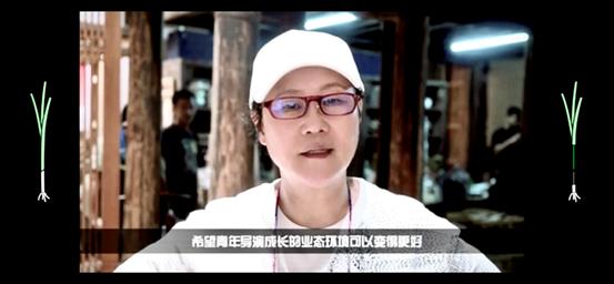 中国电影导演协会会长李少红为学员送上视频歌颂