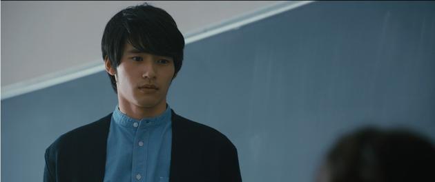 冈田健史新片剧照公开,首次饰演老师的他表情略显复杂