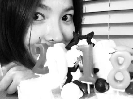 宋慧乔向粉丝传达新年问候 素颜出镜美貌依旧