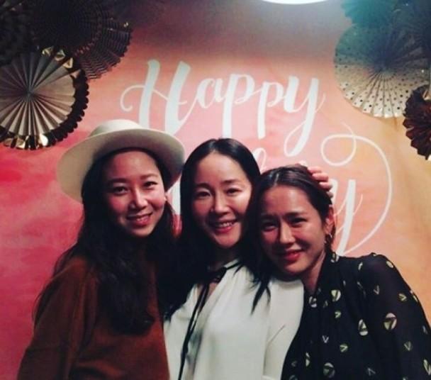 孔孝真(左起)、严智媛、孙艺珍