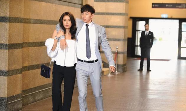 林心如(左)、张轩睿主演的《我的男孩》被举报为台独剧。