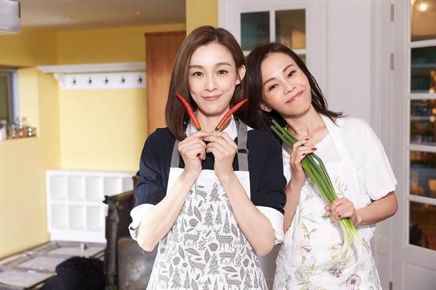 彭佳慧(右)和范玮琪携手合唱新歌,彼此大谈妈妈经