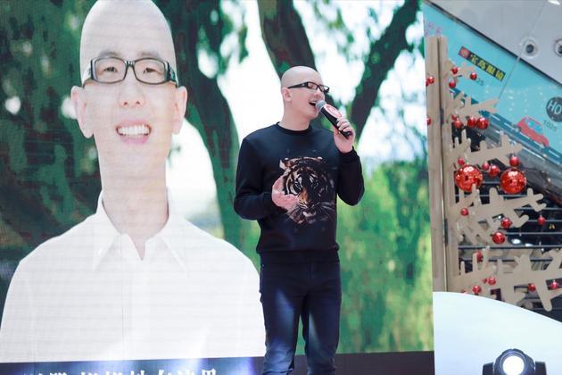 平安北京举行专辑签唱会 现场清唱新曲送祝福