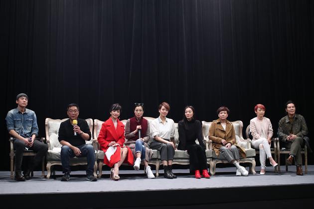 宋宁峰(最左)是首次曝光