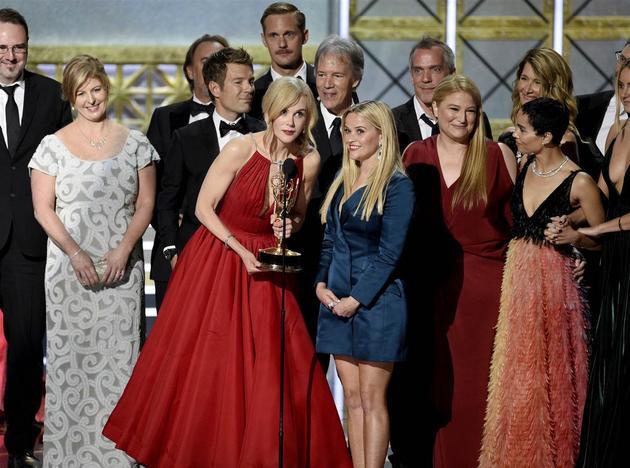 该剧在今年艾美奖横扫8大奖项