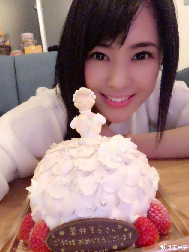 苍井空和蛋糕自拍甜美可人